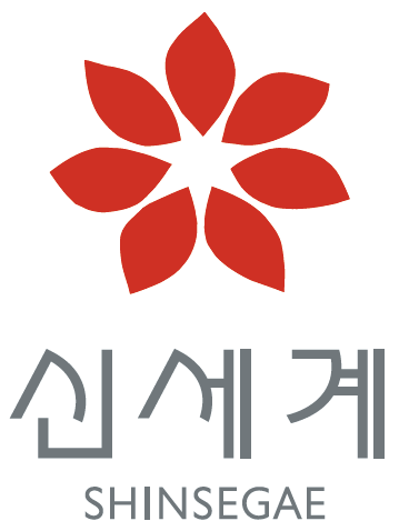 Shinsegae Department Stores (Creative Director: Ivan Chermayeff; Senior Designer: Dirk Fütterer; Agentur: Chermayeff & Geismar Inc., New York, www.cgnyc.com; Jahr der Entstehung: 1999; Copyright: Shinsegae, Seoul, Südkorea, www.shinsegae.com).