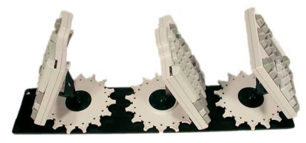 Das Comfort Standard Keyboard ist ein sehr auffallendes Beispiel für ergonomische Tastaturen. Auch wenn es alle erdenklichen Justiermöglichkeiten bietet, so stellt sich doch die Frage, woher der Anwender wissen soll, welche Positionierung für ihn die geeignete ist (www.sforh.com).