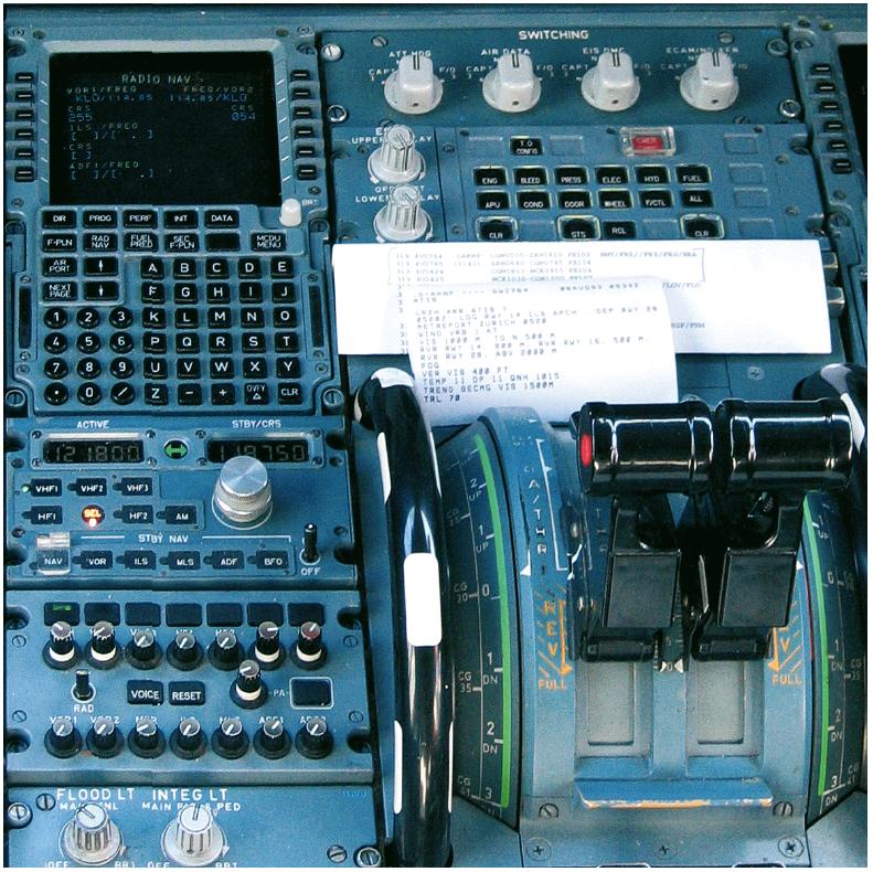 Farbkontraste innerhalb eines Flugzeug-Cockpits.