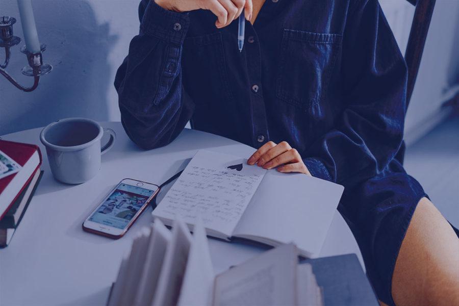 Bild zu den Themen Texte schreiben, Texte schreiben lernen, Blogtexte schreiben, Artikel schreiben, Schreibblockade und Schreibblockade lösen. Blog Artikel schreiben als Online Marketing und Positionierung für Dein Online Business.